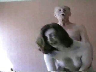 একটি sexsy হিন্দি ভিডিও পিগ পিগ ধর্ষণের বেশ brown-haired man on the floor